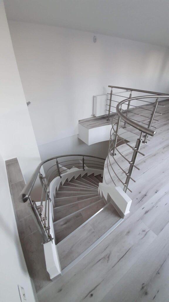 Escalier tournant à bon prix en Suisse et en France.
