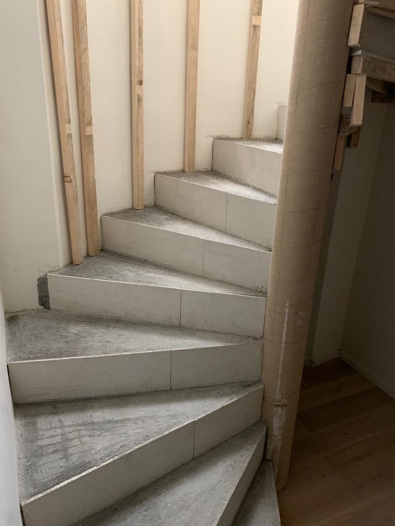 Escalier en colimaçon construit en 3 jours à Genève