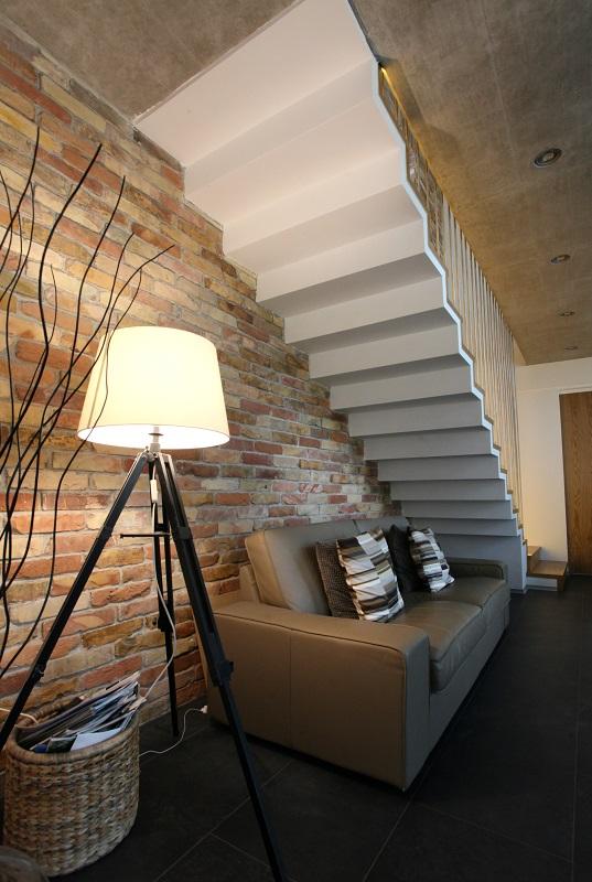 Escalier intérieur en feuille de béton à prix raisonnable en Suisse.