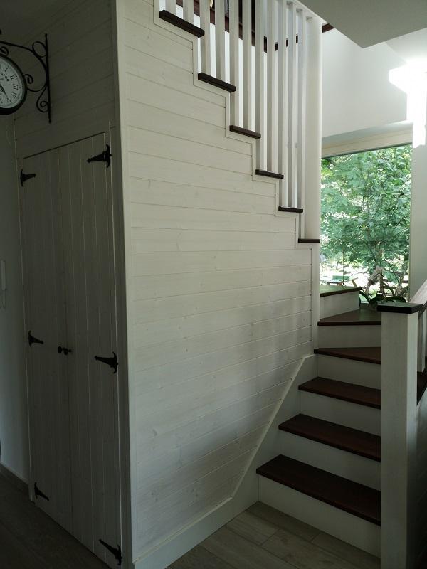Escalier tournant en feuille de béton revêtu en bois au meilleur prix en Suisse.
