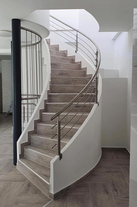 Escalier tournant en feuille de béton: un technologie crédible.