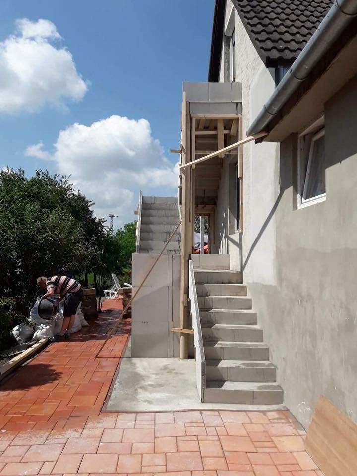 Escalier droit extérieur en feuille de béton
