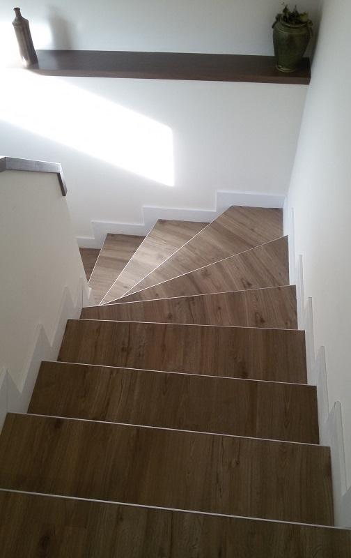 Escalier tournant en feuille de béton construit en 48 heures.